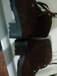 Vendo bota 50 reais cada par nunca usada