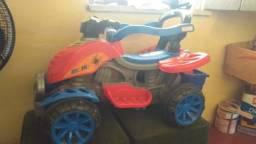 Carrinho de criança com pedal