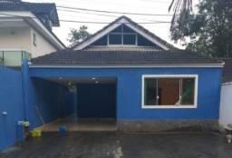 Casa confortável com garagem, cond. fechado, Vargem Grande - RJ