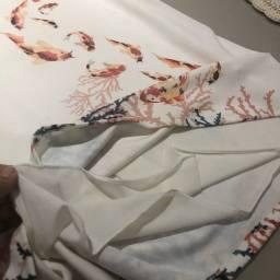 Vestido marfim forrado, estampa de peixes