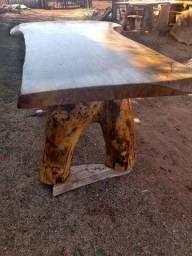 Vendo uma mesa de mangueira tratada