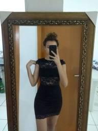 Vestido preto com detalhes em renda