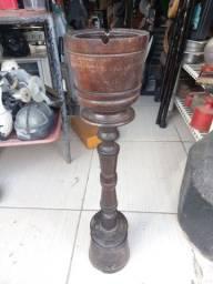 Cinzeiro antigo  madeira  .Leia a  abaixo
