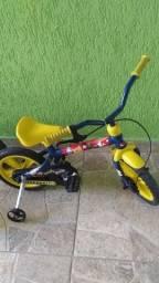 Bicicleta aro 12.  100,00 entrego