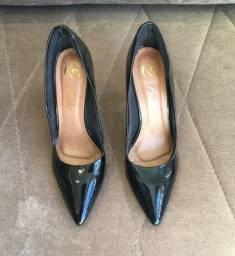 Sapato preto de verniz