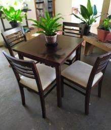 Mesas e cadeiras maciças c/ cadeiras 70X70