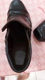 Botas contry de couro original costurada  valor 80
