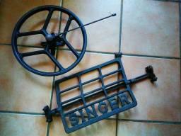 Pé e roda máquina costura antiga singer