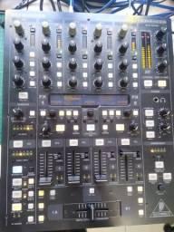 Mixer profissional Behringer DDM4000