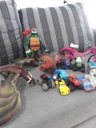 Vendo todos esses brinquedos por 130 reais