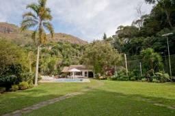 Casa para reunião de grandes grupos em Correas - Petrópolis 13 suítes