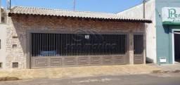 Casa à venda com 3 dormitórios em Centro, Jaboticabal cod:V5224