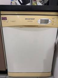 Máquina de lavar louças Brastemp usada , pouquíssimo uso