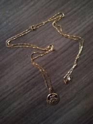 Cordão de ouro 750 com 70 centímetros com pingente de São Jorge