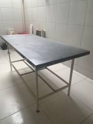 Mesa com tampo de inox $500,00