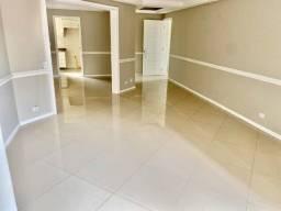 Amplo apartamento para locação no Portão