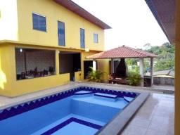 Vendo Linda Casa Perto da Avenida das Torres com 3 quartos e Piscina.