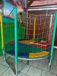 Cama elástica e piscina de bolinha ( pouco tempo de uso )urgente R$1.400,00
