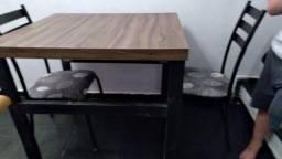 Linda Mesa carvalho 1x1 e 2 cadeiras