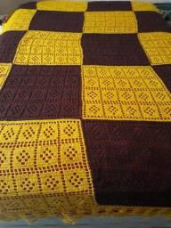 Linda colcha artesanal feita em croche.
