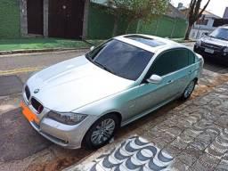 BMW 320i com teto solar