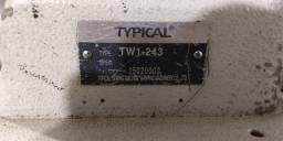 Máquina de costura industrial typical.