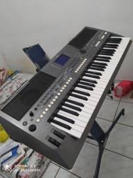 Vendo um teclado yamara psr S670