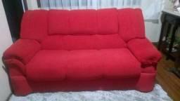 Sofá de três lugares tecido vermelho