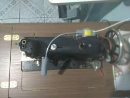 Máquina de costura reta e Máquina overlock