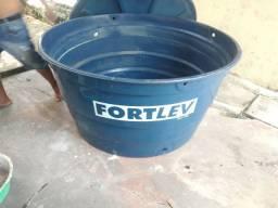 Vendo essa caixa D'água usada 1000 litros