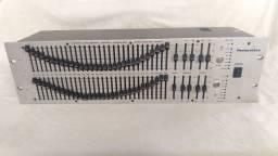 Equalizador Pentacustica EQ 3002 C