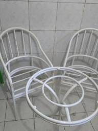 Bonito conjunto de cadeiras de ferro