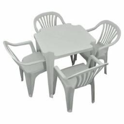 Jogo mesa e cadeiras plastico