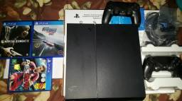 PlayStation 4 + 3 jogos + 2 controles