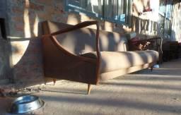 Sofá antigo anos 50/60 pê palito de design