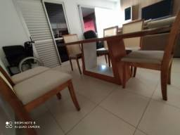 Sala de jantar senário mesa com cadeiras