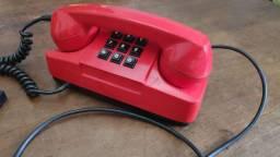 Telefone de mesa vermelho