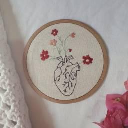 frete grátis - bordado coração com flores