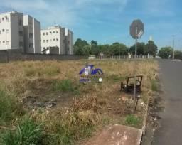 Terreno a venda em Araçatuba com 718m²