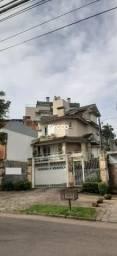 A casa de condomínio está localizado no bairro Chácara das Pedras.