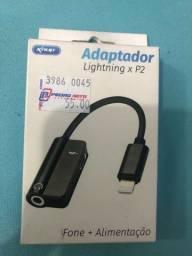 Adaptador com entrada Lightning P2