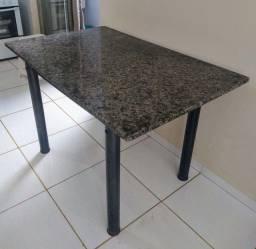 Mesa com Tampo de Granito<br><br>