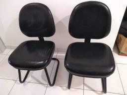 Duas cadeiras semi novas