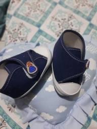 Vendo sapatinhos para menino .