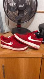 Tênis Nike air force I vermelho camurça.