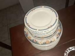Pratos de porcelana 24