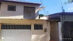 Aluga-se uma casa bem ventilada