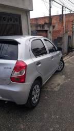 Toyota etios hatch 1.3 ano 2013
