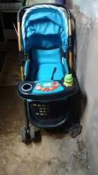 Vendo carrinho de bebê conservado.