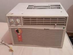 Ar condicionado 220V bem conservado
